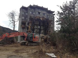 廃墟ホテルの解体開始(2014年2月)